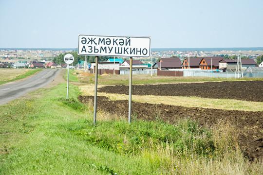 Один изжителей поселка Азьмушкино был недоволен нечищенной дорогой, которой юридически нет, апотому сточки зрения местной власти нет ивозможности ее убрать