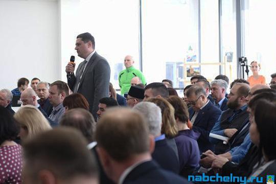 Олег Давыдовпредложил разработать регламент применения услугипоочистке идезинфекции мусоропроводов вжилых домах