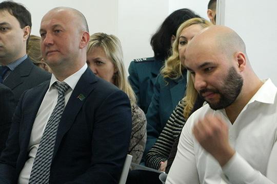 Тему мусорной реформы поднял перед президиумомНиколай Атласов (слева)
