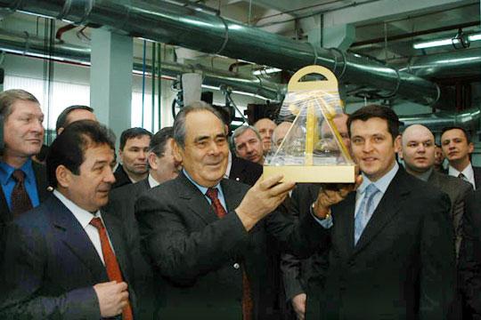 История проекта уходит корнями вмечту руководства Татарстана организовать первое вРоссии производство синтетических моторных масел, причем пороссийскойже технологии олигомеризации