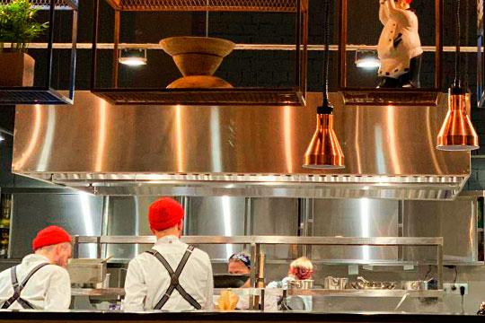 New Kitchen: элегантное вино, авторская кухня иморская вода надесерт