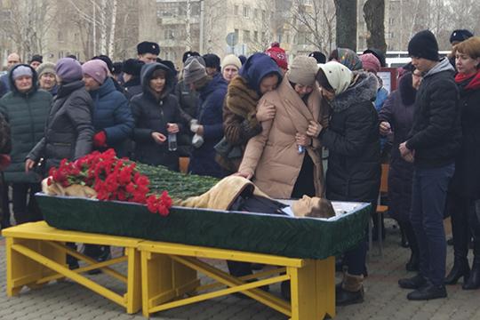 Саматов скончался попути вбольницу. Следственный комитет возбудил дело пофакту посягательства нажизнь сотрудника правоохранительного органа (ст. 317 УКРФ), однако единственный наданный момент фигурант дела уже мертв