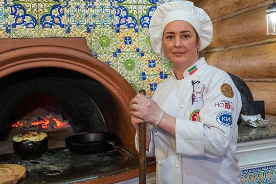 ДинараКаримуллинаспециализируется нататарской кухне. Знатоки говорят, что ееазу— лучший вКазани