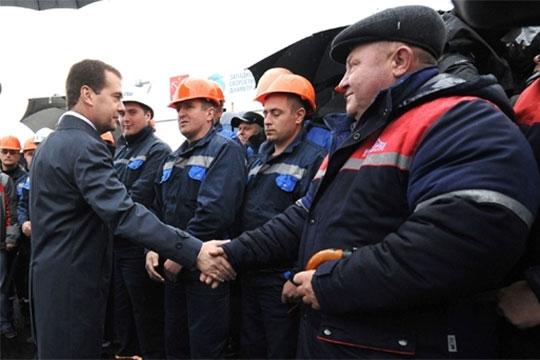 Ранее премьер-министр РФ Дмитрий Медведев официально одобрил возведение первого участка ВСМ-2, который должен был связать Москву с Нижним Новгородом