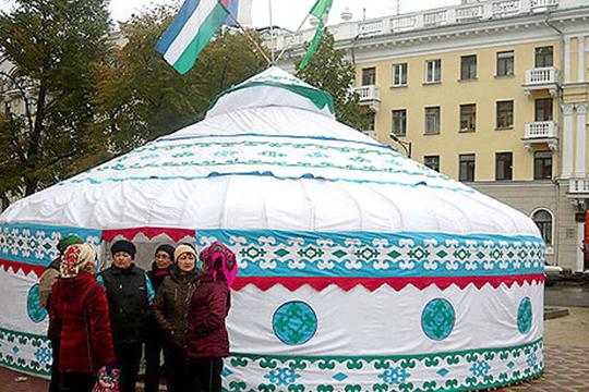 В2011-м Хамитов приурочил свой первый визит вКазань вкачестве тогда еще президента РБкДням Башкортостана вТатарстане. Проходили они сразмахом