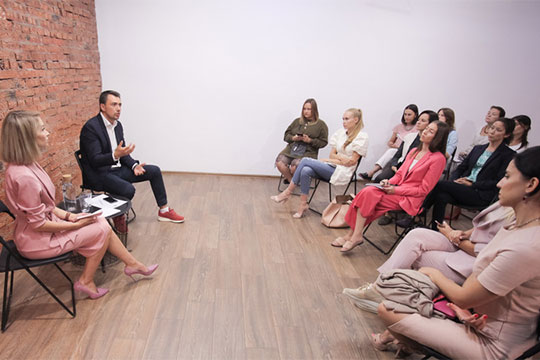«Было две встречи с министром молодежи Дамиром Фаттаховым. Эта встреча была специально для молодых мам, ведь мамы — тоже молодежь. Было много вопросов, все стороны остались довольны»