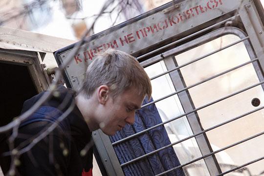 Услышав замечания, к столику Пака подошел Кирилл Кокорин (на фото) и начал нецензурно выражаться. Спустя несколько секунд его старший брат Александр взял стул и ударил чиновника