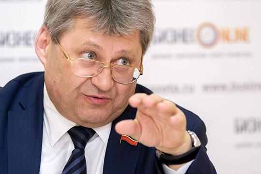 Андрей Фомичев:«Мыпомогаем школам, детсадам, пенсионерам, ветеранам войны… Кто будет это делать? Это большая ответственность»