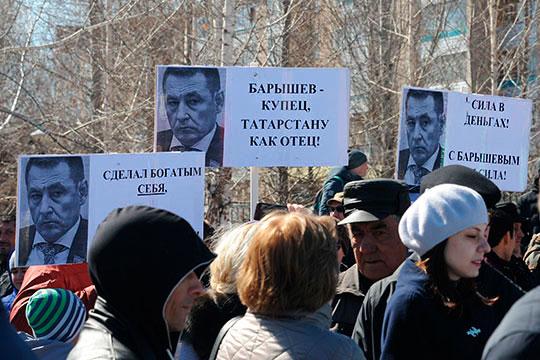 Леонид Барышев прокомментировал появление довольно странных лозунгов со своим изображением намитингев Елабуге: «Это провокация состороны ЧОП«Монарх»