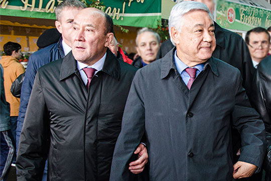 Источники уверенно заявляют, что Марат Ахметов (слева) пойдет под №3 впартийных списках «Единой России» наосенние выборы вГоссоветРТ. Первое место забронировал себеФарид Мухаметшин (справа)