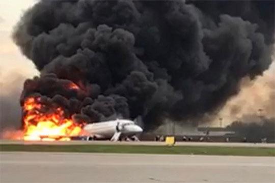«Да, раньше с Superjet были всякие происшествия. Проблемы с шасси, с двигателями, с датчиком скорости. В ряде случаев это привело к возврату на аэродром сразу после взлета. Без последствий»