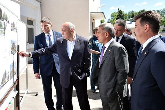 Вобстановке секретности— без приглашения СМИ— прошел сегодня визит Рустама Миннихановапообъектам КФУ, которые требуют ремонта или реконструкции