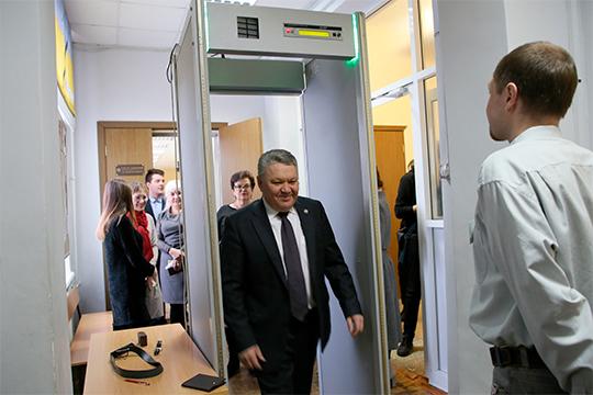 «Мынебудем устраивать гонку вооружений»: Рафис Бурганов отчитался орезультатах ЕГЭ