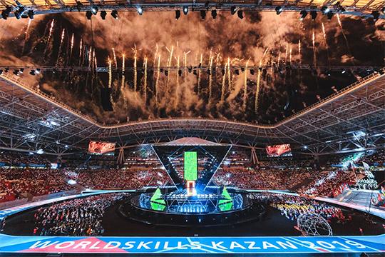 Что касается церемонии открытия, видео с«Казань Арены» разлетелось помногим СМИ
