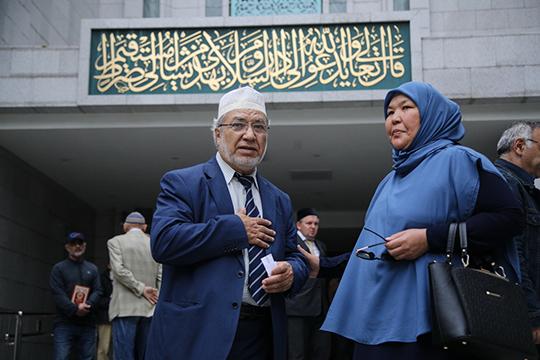 Большую роль в ее судьбе сыграл муж, гражданин Сирии Мухаммад Саида Аль-Рошда, выпускник факультета шариата Дамасского университета, за которого она вышла замуж в 1975 году