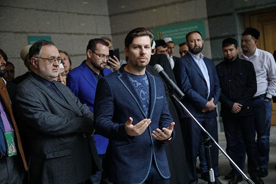 Сын Валерии Михайловны Халид поблагодарил всех, кто пришел проститься и тех, кто присылает соболезнования из разных регионов и стран