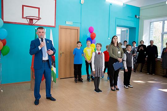Марат Шакиров: «В прошлом году мы с друзьями навестили родные стены, где проучились десять лет. Прошлись по коридорам, заглянули в спортзал, куда на тренировки прибегали прямо в шесть утра, перед уроками…»