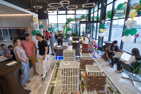 14 сентября в офисе продаж ЖК Savin House было многолюдно и весело: десятки людей приехали по приглашению московской девелоперской компании «Садовое Кольцо» на праздничное событие
