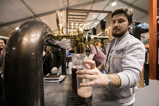 В 2015 году Госсовет ввел дополнительные ограничения для баров, кафе и ресторанов, в частности, запрет на продажу спиртного в нестационарных объектах, а также в многоквартирных жилых домах