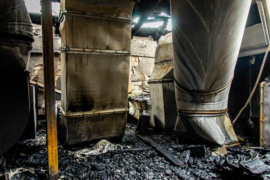 Помещение, вкотором сходятся вентиляционные каналы бывшего ресторана «Арарат», ивкотором накануне спасатели обнаружили тело Амина, оказалось крайней итупиковой комнатой выгоревшего мансардного этажа
