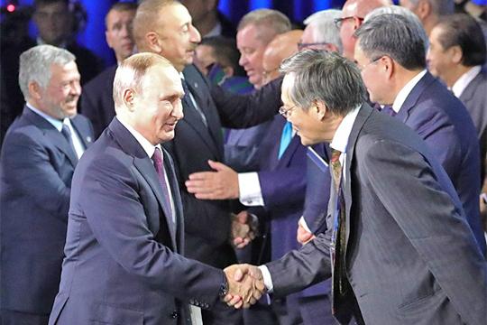 Владимир Путин: «Мывсе всегда одинаково близки кГосподу»