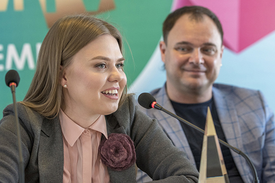 «Дина Маратовна (на фото) нас полностью устраивала. Это согласованная всеми кандидатура, мысудовольствием хотели, чтобы она работала идальше.Наши двери всегда для неё открыты»