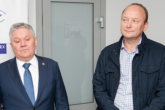 Гендиректор «Аэрокомпозита» Анатолий Гайданский (справа) рассказал, что когда американцы отказали в поставке материалов для лайнера МС-21, ОАК вполне оправданно решила развивать собственное производство