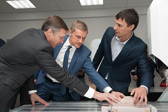Гендиректор компании Umatex Александр Тюнин (в центре) подчеркнул, что в Татарстане формируется своего рода композитный куст