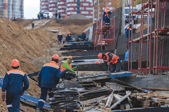 «Если на стройках работает очень много приезжих, то ограничив квотами их участие в этом сегменте и наказывая строителей за массовое присутствие иностранцев на их объектах, мы остановим многие стройки»