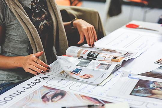 «Издание глянцевых журналов— это нехобби, это очень тяжелый бизнес, который завязан наперсоне руководителя, потому что журнал воспринимаютсквозь призму личного бренда. При этом, если тыкрут, ноодин— тебе несправится»