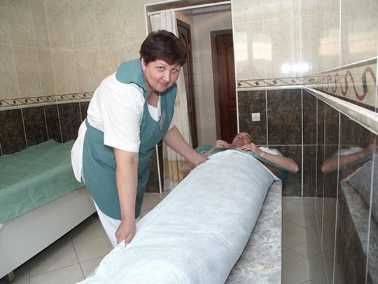 Унас имеется полный набор инструментов гидробальнеотерапии: подводный душ, душ Шарко, массаж ручной, ванны минеральные, минерально-жемчужные, контрастные, вихревые