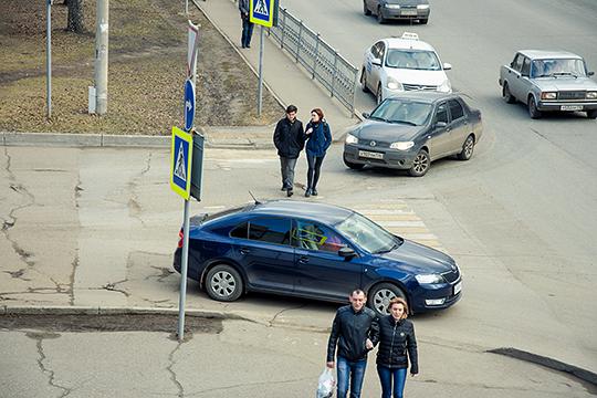 «Самый массовый пешеходный переход, по которому люди будут ходить, — это всё-таки наземный. Поэтому задача — как можно лучше его обезопасить»