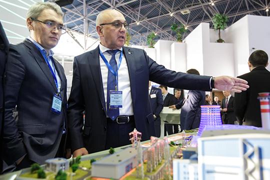 Айрат Сабирзанов (слева): «Нет возможности поставки тепловой энергии в другие населенные пункты, и уж тем более за сотни километров на Урал, как в электроснабжении»