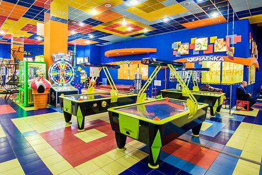 Под давлением нового игрока местные предприниматели один задругим сдают позиции: буквально запару недель насайте объявлений «Авито» появились предложения опродаже нескольких игровых центров