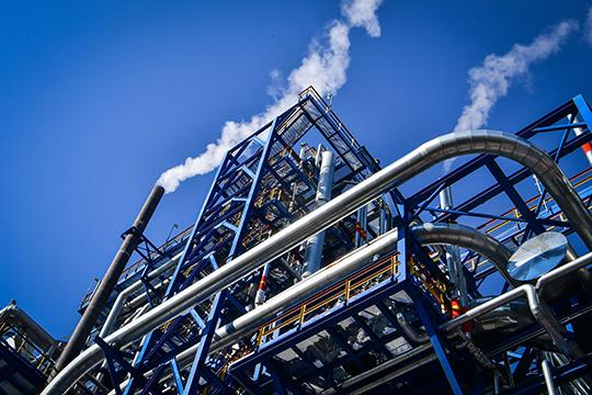 Вызовов, стоящих перед «ТАИФом», меньше нестановится. «Газпром» и«Сибур» строят гигантские комплексы, способные нетолько обогнать, ноивышибить страдиционных рынков татарстанскую нефтехимию