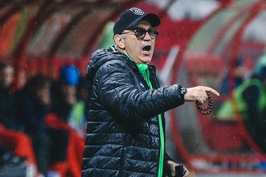Большие перемены вэтом году произошли вдвух основных спортивных командах Татарстана. Ушел вотставку главный тренер казанского «Рубина» легендарныйКурбанБердыев