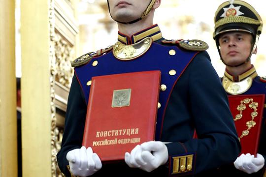 На пресс-конференции в декабре ушедшего года президент России сказал, что конституцию можно менять, неприкосновенность с нее снял еще Дмитрий Медведев, когда замещал Путина на главном посту