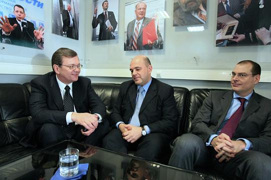 Госслужащим Мишустин стал в 1998 году, ранее познакомившись с тогда депутатом Госдумы Борисом Федоровым (слева)
