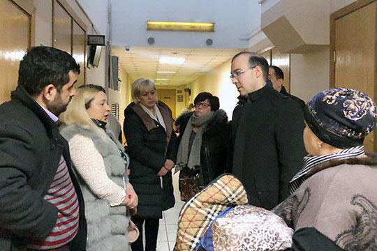 Прокурор Артур Ахметшин и еще 10 потерпевших, явившихся в суд, категорически возражали.