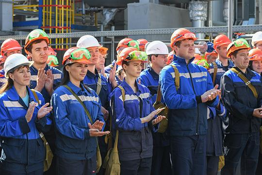 Оттепель наНКНХ: Азат Бикмурзин даровал нефтехимикам право насмартфоны