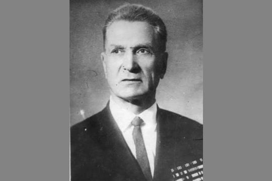 1 июля 1941 года Окулов был назначен директором 124-го завода в Казани. В октябре 1941 года принимал эвакуированный из Москвы 22-й авиационный завод