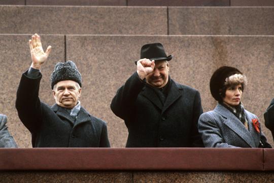 Иван Силаев (слева), первый премьер постсоветской России, карьеры в Татарстане не сделал, но был связан с республикой годами студенчества – в 1954-м он закончил КАИ