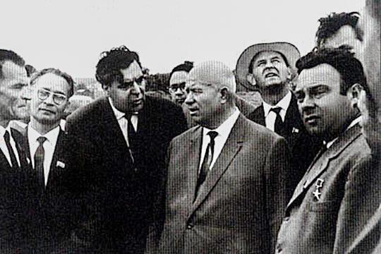 В 1950 году Алексей Шмарев (третий слева, рядом с Хрущевым) стал первым начальником объединения «Татнефть» и работал в этой должности до 1956 года