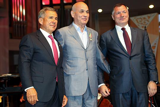 Назиф Мириханов (в центре) в 1999-м был назначен полномочным представителем Республики Татарстан в Российской Федерации в ранге заместителя премьер-министра РТ