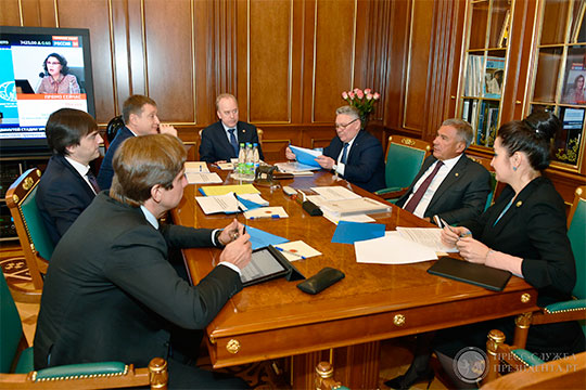 Что касается свеженазначенного министра просвещения России Сергея Кравцова, то, нельзя не отметить, что буквально за несколько дней до объявления состава кабмина, он приезжал с визитом в Казань