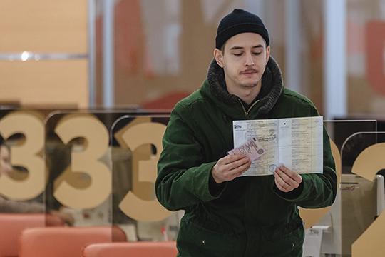 «Заполнение бланков на выдачу паспорта для 14-летнего и даже 20-летнего в наше время сложно: молодые люди работают на компьютерах и часто даже не знают, в какую сторону пишется Ь или Ъ»