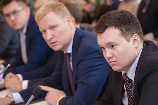 Главный специалист сектора аккредитационных центров Артур Валиахметов (справа) сейчас председатель комитета экономического развития исполкома Казани