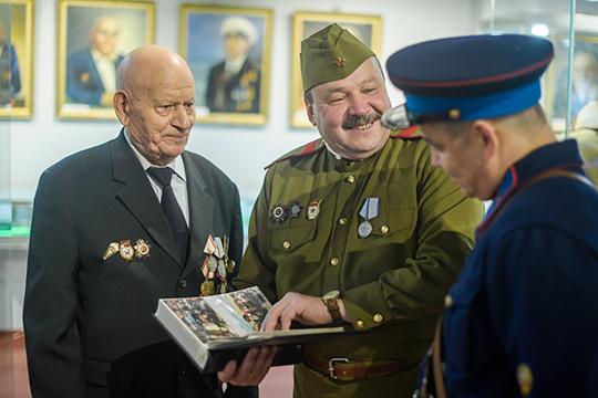 Ренат Нуртдинов: «У меня есть товарищи, которые коллекционируют монеты или марки, я, например, их не понимаю. А сам буквально на днях приобрел пулемет МГ-42»