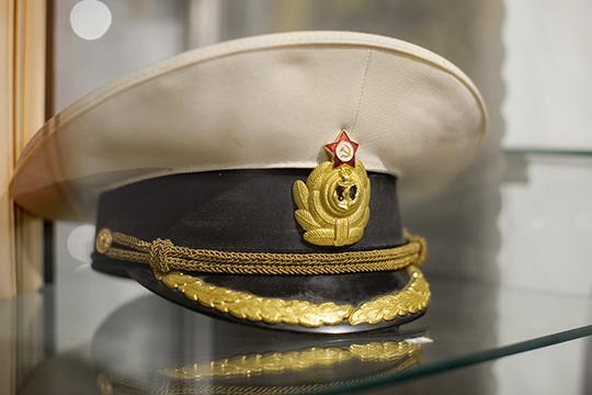 «Первым экспонатом моей коллекции была адмиральская фуражка. Нашел ее тогда на одном из сайтов. Женщина продавала вещи своего мужа, которые остались со времен войны»