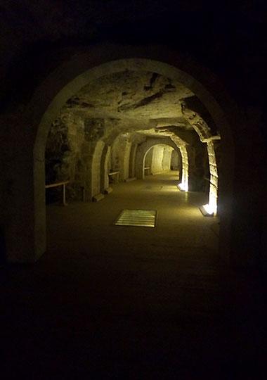 Тоннель в подземелье Серапеума